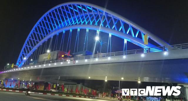 Ảnh: Cận cảnh 3 công trình mới khánh thành làm thay đổi diện mạo phố Cảng - Ảnh 8.