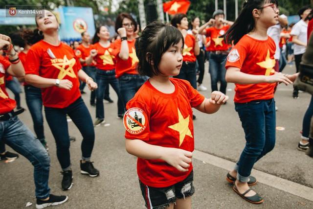Chùm ảnh: 8.000 người mang logo Đã uống rượu bia - Không lái xe cùng tuần hành trên phố đi bộ Hồ Gươm - Ảnh 18.