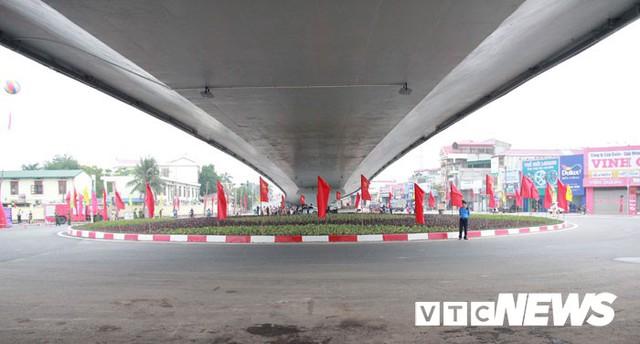 Ảnh: Cận cảnh 3 công trình mới khánh thành làm thay đổi diện mạo phố Cảng - Ảnh 10.