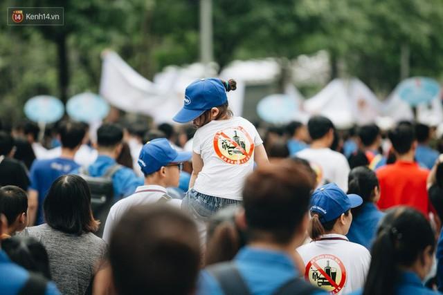 Chùm ảnh: 8.000 người mang logo Đã uống rượu bia - Không lái xe cùng tuần hành trên phố đi bộ Hồ Gươm - Ảnh 19.
