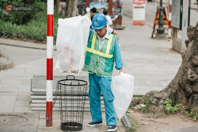 Phố đi bộ Hồ Gươm đẹp đẽ, sạch bong sau khi treo biển sẽ ghi hình, xử phạt 7 triệu đồng nếu vứt rác bừa bãi - Ảnh 9.