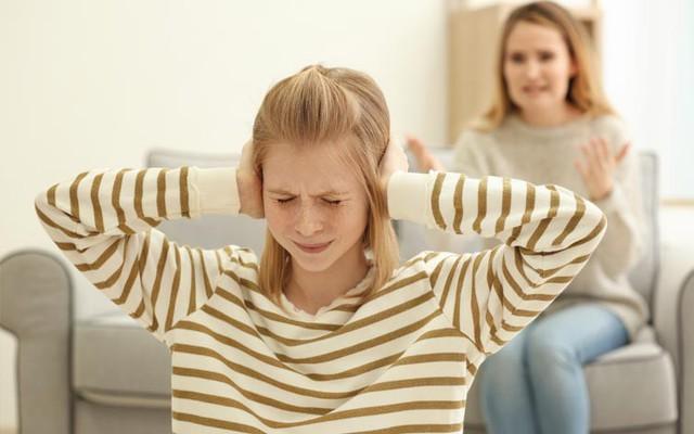 Cha mẹ dùng 9 câu nói cay độc này để kỷ luật con, chẳng những không hiệu quả mà còn khiến trẻ tổn thương sâu sắc - Ảnh 2.