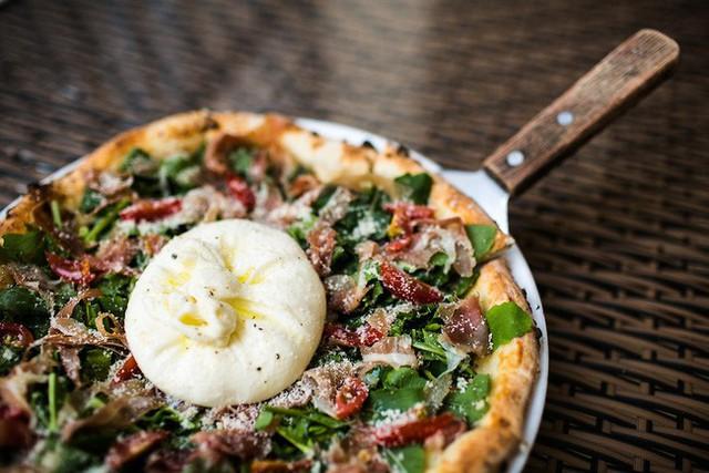 Pizza 4Ps, câu chuyện khởi nghiệp truyền cảm hứng từ sở thích của bạn gái cũ, học làm phomai qua Youtube - Ảnh 2.