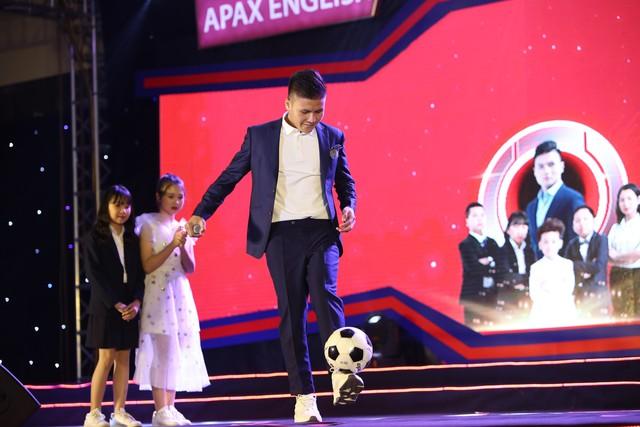 Quang Hải gặp gỡ và giao lưu với hơn 400 em học sinh xuất sắc tại Lễ tốt nghiệp Apax 2019 - Ảnh 2.