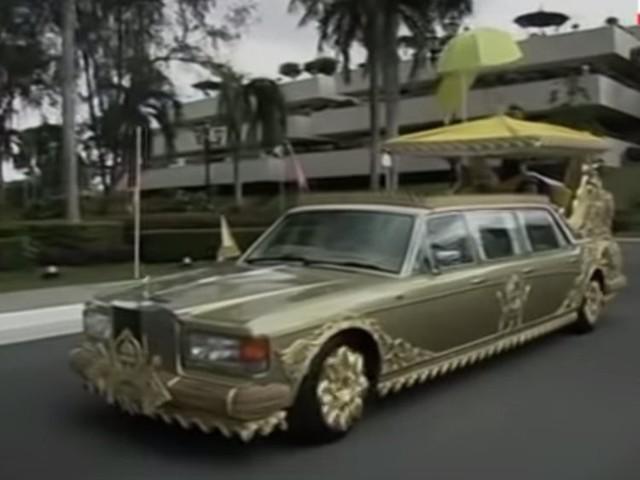 """Quốc vương Brunei giàu có và """"chịu chơi"""" cỡ nào? - Ảnh 14."""