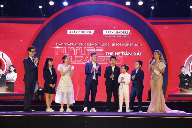 Quang Hải gặp gỡ và giao lưu với hơn 400 em học sinh xuất sắc tại Lễ tốt nghiệp Apax 2019 - Ảnh 1.