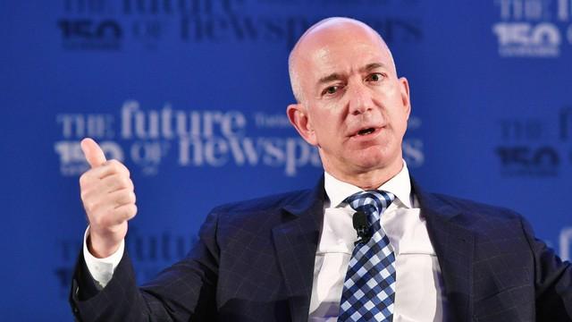 Tỷ phú Jeff Bezos: Người thông minh sẽ đưa ra quyết định hoàn toàn khác biệt so với số đông còn lại - Ảnh 1.