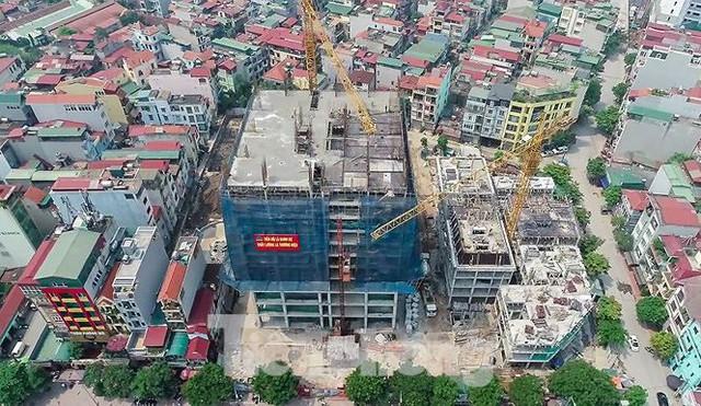 Cận cảnh chung cư xây sắp xong chưa nghiệm thu móng, mở bán rầm rộ - Ảnh 1.