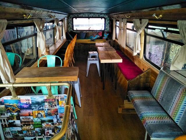 Hà Nội 75 - tiệm bánh mì trên chiếc xe buýt 2 tầng của cô gái Anh xinh đẹp phải lòng ẩm thực đường phố Việt Nam - Ảnh 17.