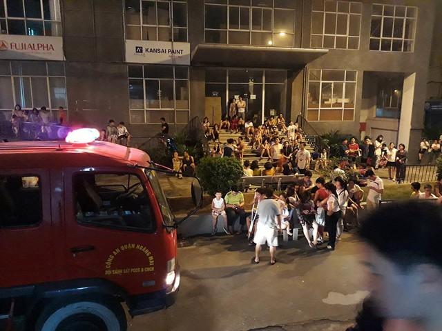 Cháy do chập điện, dân chung cư nửa đêm tháo chạy - Ảnh 2.