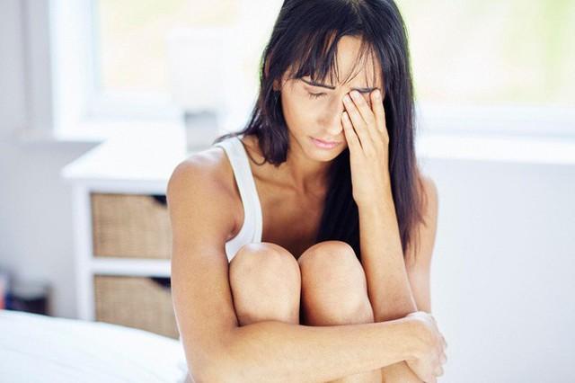 Đừng cậy trẻ mà muốn ngủ thế nào thì ngủ: Chỉ cần 1 đêm không ngon giấc là bạn cũng có nguy cơ mắc căn bệnh sa sút trí tuệ này - Ảnh 3.