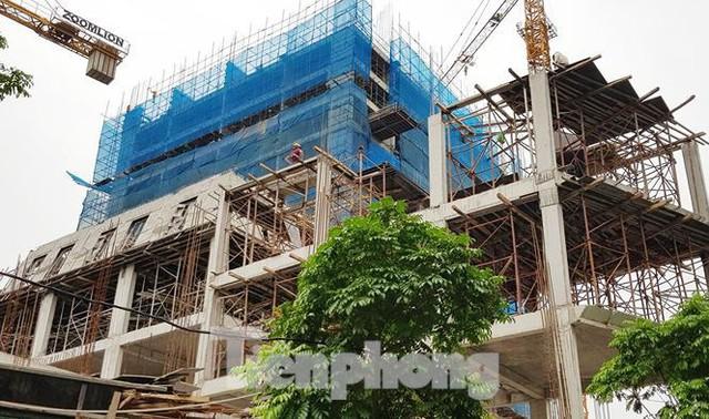 Cận cảnh chung cư xây sắp xong chưa nghiệm thu móng, mở bán rầm rộ - Ảnh 4.