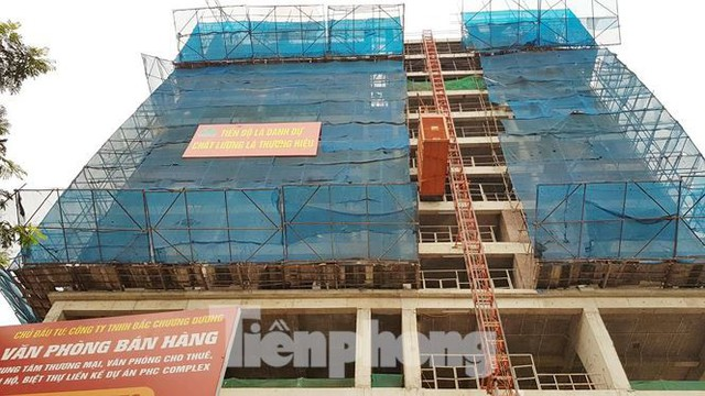 Cận cảnh chung cư xây sắp xong chưa nghiệm thu móng, mở bán rầm rộ - Ảnh 5.