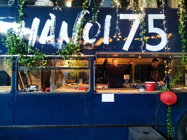 Hà Nội 75 - tiệm bánh mì trên chiếc xe buýt 2 tầng của cô gái Anh xinh đẹp phải lòng ẩm thực đường phố Việt Nam - Ảnh 7.