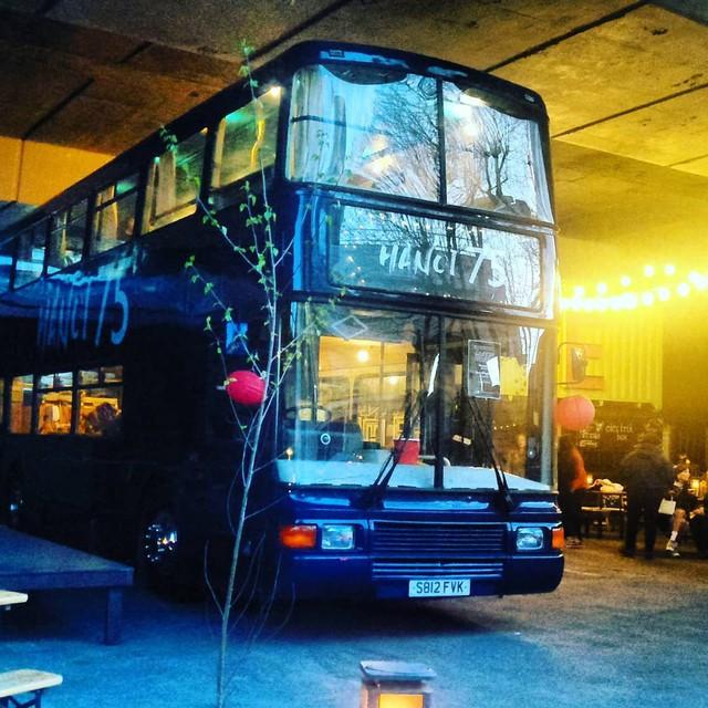 Hà Nội 75 - tiệm bánh mì trên chiếc xe buýt 2 tầng của cô gái Anh xinh đẹp phải lòng ẩm thực đường phố Việt Nam - Ảnh 8.
