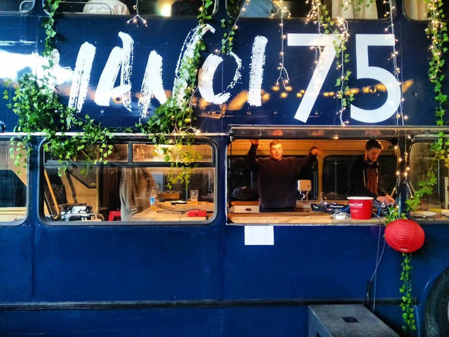Hà Nội 75 - tiệm bánh mì trên chiếc xe buýt 2 tầng của cô gái Anh xinh đẹp phải lòng ẩm thực đường phố Việt Nam - Ảnh 9.