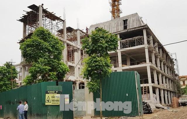 Cận cảnh chung cư xây sắp xong chưa nghiệm thu móng, mở bán rầm rộ - Ảnh 10.