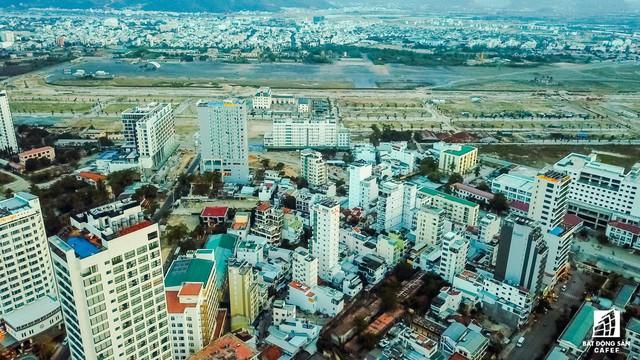 Bán đất nền khi chưa đủ điều kiện, ông chủ dự án khu đô thị trên đất sân bay Nha Trang cũ bị phạt 275 triệu đồng - Ảnh 1.