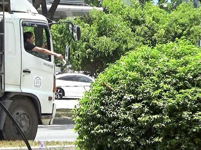 Điều tra: Cận cảnh 'cò' dẫn xe qua chốt CSGT - Ảnh 1.