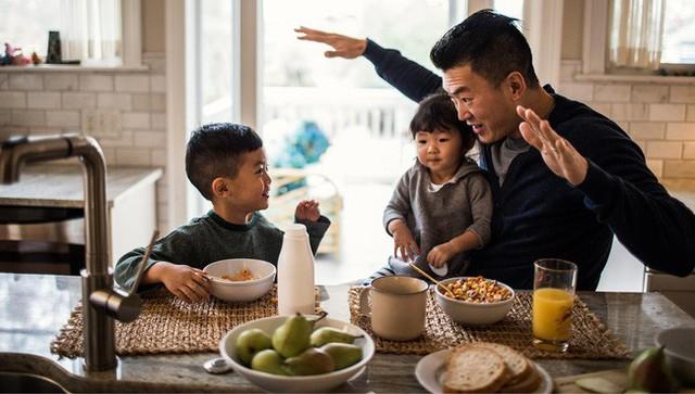 Cặp vợ chồng lười biếng dạy con theo cách không bao giờ ép buộc chúng làm điều gì, mười mấy năm sau có kết quả gây sốc - Ảnh 1.