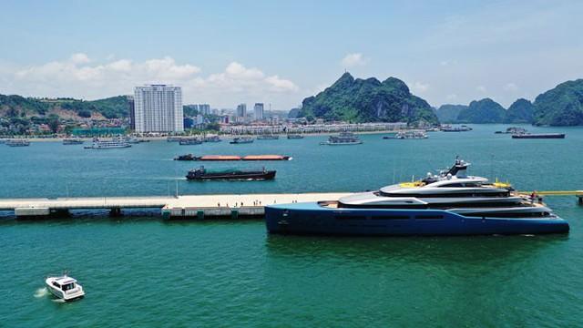 Ông chủ CLB Tottenham cùng siêu du thuyền 150 triệu USD tới vịnh Hạ Long: Tôi chưa thấy nơi đâu có cảnh đẹp như vậy - Ảnh 5.