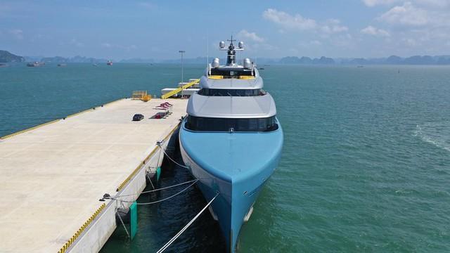 Ông chủ CLB Tottenham cùng siêu du thuyền 150 triệu USD tới vịnh Hạ Long: Tôi chưa thấy nơi đâu có cảnh đẹp như vậy - Ảnh 3.