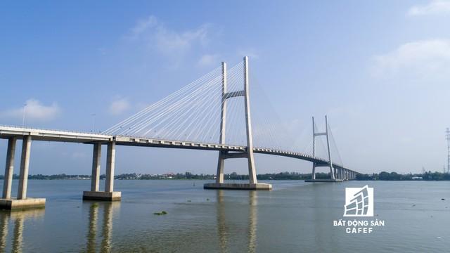 Toàn cảnh cây cầu dây văng dài nhất Vùng Đồng bằng Sông Cửu Long 5.700 tỷ đồng sẽ được thông xe ngày 19/5 - Ảnh 14.