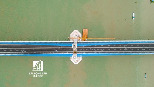 Toàn cảnh cây cầu dây văng dài nhất Vùng Đồng bằng Sông Cửu Long 5.700 tỷ đồng sẽ được thông xe ngày 19/5 - Ảnh 5.