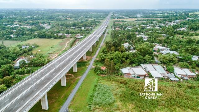 Toàn cảnh cây cầu dây văng dài nhất Vùng Đồng bằng Sông Cửu Long 5.700 tỷ đồng sẽ được thông xe ngày 19/5 - Ảnh 9.
