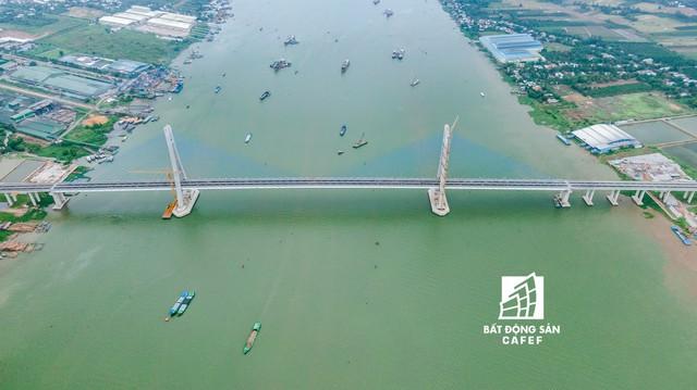 Toàn cảnh cây cầu dây văng dài nhất Vùng Đồng bằng Sông Cửu Long 5.700 tỷ đồng sẽ được thông xe ngày 19/5 - Ảnh 6.
