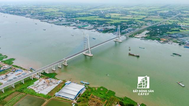 Toàn cảnh cây cầu dây văng dài nhất Vùng Đồng bằng Sông Cửu Long 5.700 tỷ đồng sẽ được thông xe ngày 19/5 - Ảnh 8.