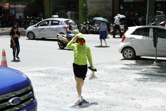 Hà Nội nắng gắt tới 39 độ, bạn cần bỏ túi ngay những lưu ý về cách phòng tránh và nhận biết dấu hiệu ung thư da - Ảnh 2.