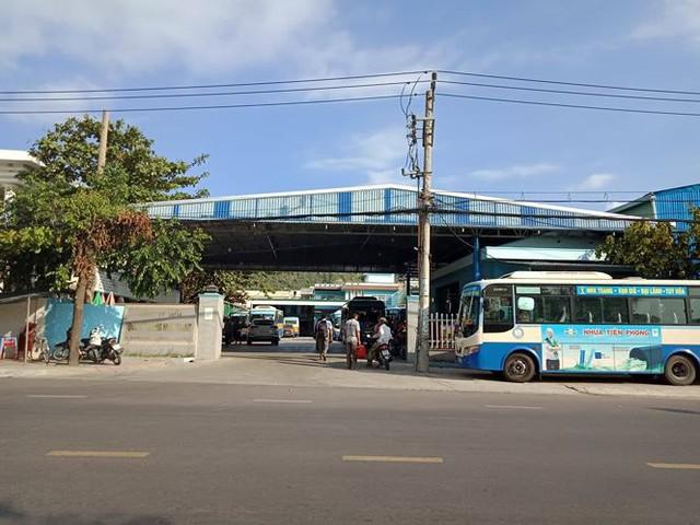 Tài xế ngừng việc, nhiều tuyến xe buýt ở Khánh Hòa tê liệt - Ảnh 3.