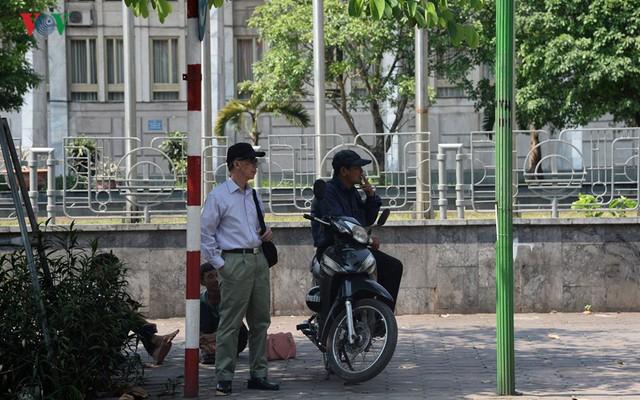 Phơi mình mưu sinh giữa cái nắng đổ lửa 40 độ C ở Hà Nội - Ảnh 25.