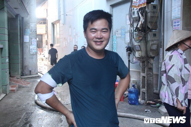 Ảnh: Hiện trường vụ cháy 8 xưởng sản xuất gỗ ở Hà Nội, hàng chục tỷ đồng hóa thành tro - Ảnh 6.