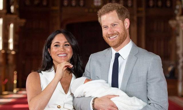 Sau nhiều đồn đoán, cuối cùng Meghan cũng chịu công bố giấy khai sinh của con trai đầu lòng, tiết lộ những thông tin vô cùng bất ngờ - Ảnh 1.