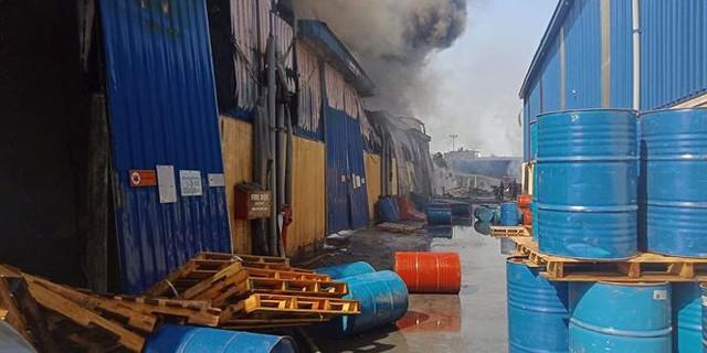 Cháy lớn tại Hải Phòng, hàng trăm chiến sĩ căng mình dập lửa - Ảnh 5.