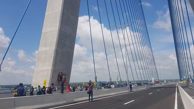 Cầu Vàm Cống bắc qua sông Hậu chính thức được khánh thành  - Ảnh 2.