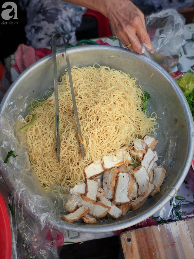 Quán ăn nhỏ hơn 40 năm tuổi góp phần làm nên văn hóa ẩm thực hẻm Sài Gòn: 7 ngày bán 7 món khác nhau, tuyệt hảo nhất chính là món chay - Ảnh 11.