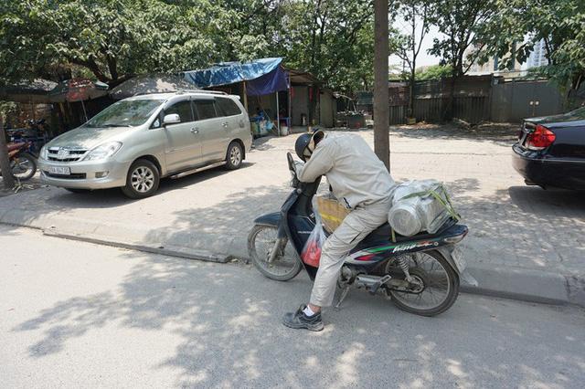 Hà Nội: Người dân vật vã dưới trời nắng nóng trên 40 độ C  - Ảnh 15.