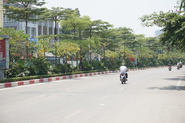 Hà Nội: Người dân vật vã dưới trời nắng nóng trên 40 độ C  - Ảnh 3.