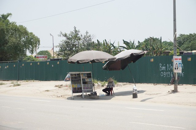 Hà Nội: Người dân vật vã dưới trời nắng nóng trên 40 độ C  - Ảnh 21.