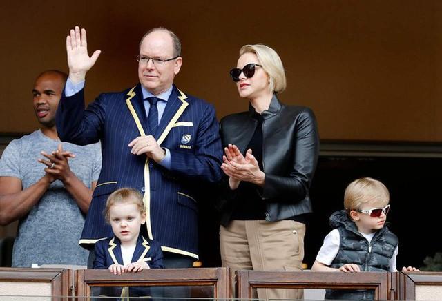 """Cùng nhau lên đồ """"chất hơn nước cất"""", gia đình Hoàng gia Monaco đang khiến dân mạng tan chảy vì quá sức đáng yêu - Ảnh 4."""