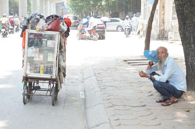 Hà Nội: Người dân vật vã dưới trời nắng nóng trên 40 độ C  - Ảnh 7.