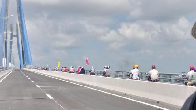 Cầu Vàm Cống bắc qua sông Hậu chính thức được khánh thành  - Ảnh 7.