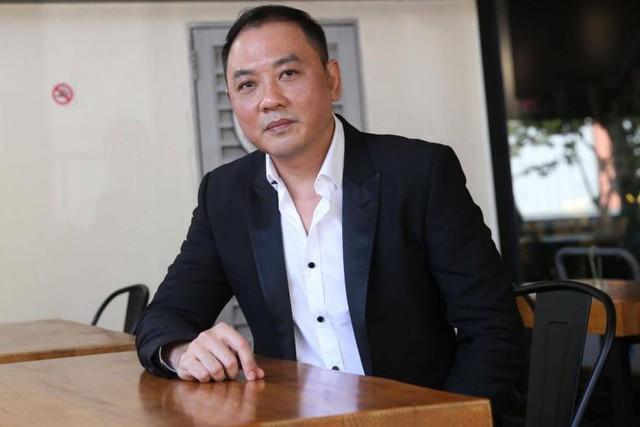 CEO của chuỗi nhà hàng nổi tiếng Singapore bị bắt giữ do nghi ngờ thực hiện giao dịch chứng khoán bất hợp pháp - Ảnh 1.