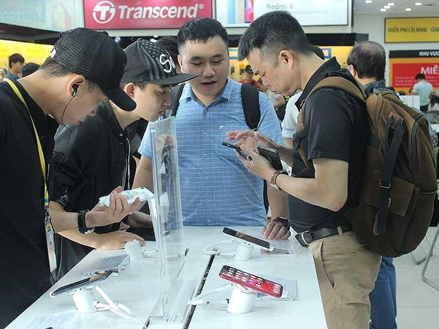 Nhiều đại gia điện thoại nước ngoài đổ vào Việt Nam - Ảnh 1.