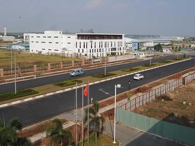 Nhà máy ngoại dịch chuyển, bất động sản công nghiệp đắc lợi - Ảnh 1.