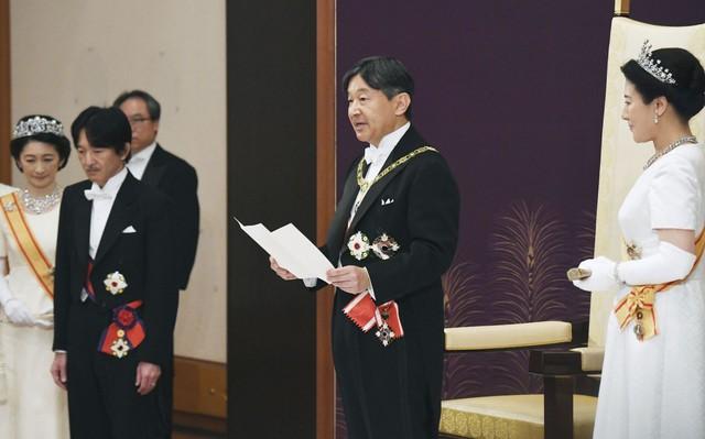 Ảnh: Thủ đô Tokyo trang nghiêm, náo nhiệt và đẹp như tranh vẽ trong ngày đầu tiên dưới thời Lệnh Hòa - Ảnh 3.
