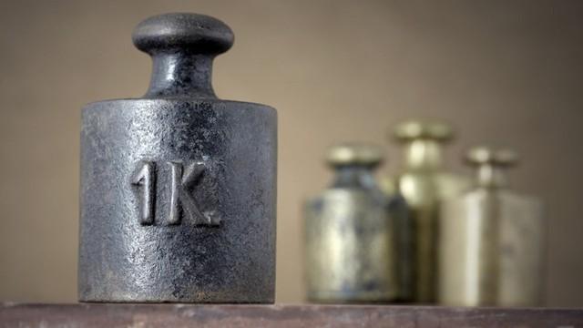 Định nghĩa 1kg cũ bị phế bỏ vĩnh viễn sau hơn 1 thế kỷ thống trị, 1kg mới là gì? - Ảnh 1.